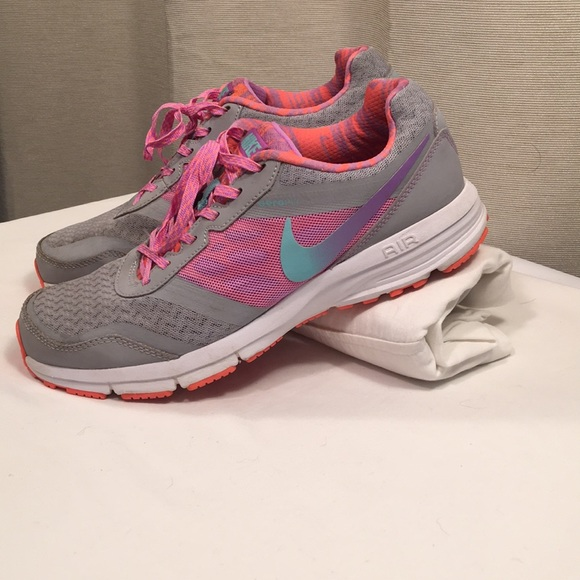 Nike Air Reslon athletic shoes. M 5a76120531a37617b71f6f91 7e325c770ec